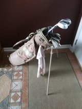 Womans RH Golf Set with Bag Balls and Tees in Chicago, Illinois