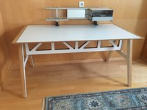 Desk - sleek, white, wood laminate in Stuttgart, GE