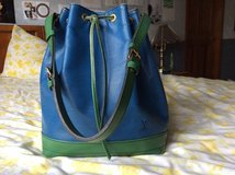 AUTH LOUIS VUITTON NOE DRAWSTRING SHOULDER BAG BI-COLOR BLUE GREEN EPI in Glendale Heights, Illinois
