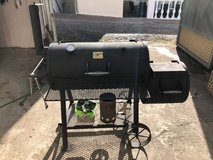 Oklahoma Joes Smoker grill with accessories in Ramstein, Germany