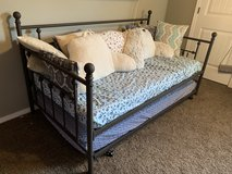 Daybed with pull-out trundle (2 twin mattresses included) in Fort Leonard Wood, Missouri