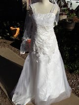 Beaded lace gather wedding dress S M L w headband veil Corset lace up in El Paso, Texas