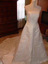 DAVID'S BRIDAL NWT LONG Wedding gown dress white ST TROPEZ 12 M embroider bride in El Paso, Texas