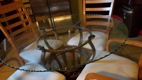 glass/metal round table and 4 chairs in Pasadena, Texas