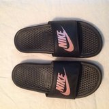 Womens sz 8 Nike slides, blk/pink in Fort Campbell, Kentucky
