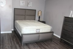 Modern Bedroom Set - Queen Size - The Alicia Collection in Houston, Texas