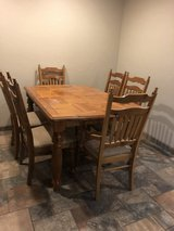 Table and 6 chairs in Alamogordo, New Mexico