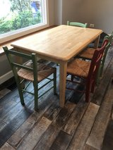 Pottery barn table and chairs in Oswego, Illinois