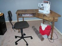 """BERNINA ACTIVA 230, Aprox. 16 boxes of materials, 9 boxes of """"how to books"""", MORE in Alamogordo, New Mexico"""