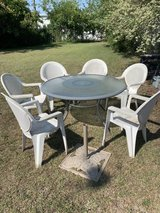 Patio table and chairs in Camp Lejeune, North Carolina