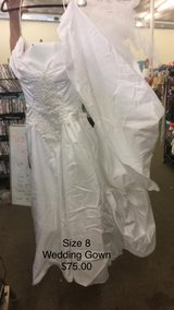 Wedding Gown - Size 8 in Fort Leonard Wood, Missouri