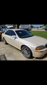 2001 Lincoln LS in Fort Campbell, Kentucky