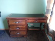 Antique Desk in great shape in Glendale Heights, Illinois