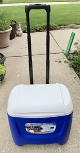 Igloo Island Breeze Rolling Cooler 28 Qt. in St. Charles, Illinois