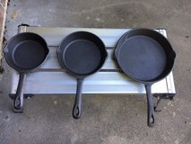 3 Piece cast iron skillet set in Fort Leonard Wood, Missouri