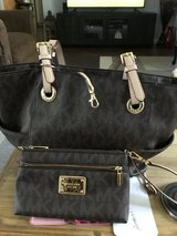 Michael Kors tote purse with wristlet in Fairfield, California