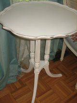 shabby chic vintage Pedestal table in Naperville, Illinois