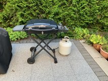 Gas grill with propane tank and grilling accesories in Stuttgart, GE