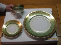 HUTSCHENREUTHER SELB, BAVARIA / 22 KARAT GOLD WARRANTED CHINA in Glendale Heights, Illinois