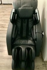 Deluxe Multi Functional Massage Chair RT6910 in Wiesbaden, GE