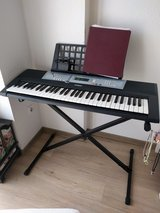 Yamaha YPT-200 keyboard with stand in Stuttgart, GE