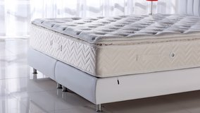 United Furniture - King Size Foam Memory Pillowtop Mattress - monthly payments possible in Wiesbaden, GE