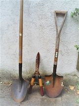 2 shovels and a garden shears in Stuttgart, GE