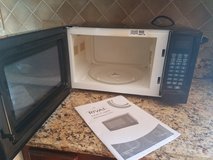 Rival .9 cu Microwave in Glendale Heights, Illinois