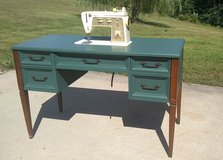 Vintage Singer Sewing Machine and Table in Fort Leonard Wood, Missouri