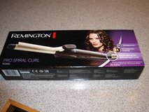 Remington Flat Iron (110/220V) Like New in Fort Meade, Maryland