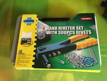 Hand Riveter Set with 300 PCS Rivets in Camp Lejeune, North Carolina