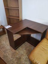 Desk w/Pull out tray in Alamogordo, New Mexico