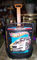 Hot Wheel Transportation Case With Extended Handle in Alamogordo, New Mexico
