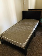 Twin bed / mattress /32in tv w/stand Bundle in Alamogordo, New Mexico