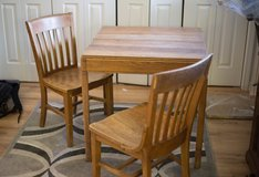 antique white oak table and chairs in Glendale Heights, Illinois