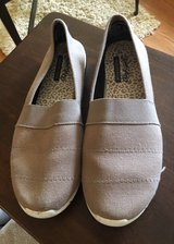 Women's Size 10 Canvas Shoes in Naperville, Illinois