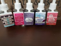 bath and body works wallflower refill lot 1 in Fort Campbell, Kentucky