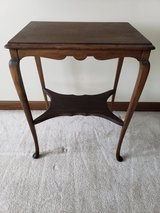 Vintage side or hallway table in Glendale Heights, Illinois