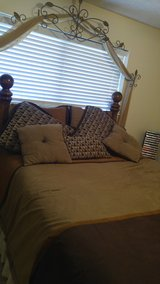 Queen size comforter in Pasadena, Texas