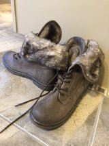 boots size 9 with fake fur on flaps in Bartlett, Illinois