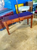 excellent condition solid wood sofa table in Camp Lejeune, North Carolina