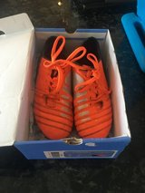 Boys size 1 cleats in Chicago, Illinois