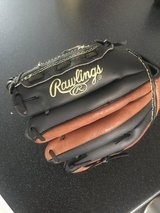 Junior baseball glove size 11 in Ramstein, Germany