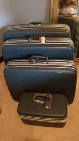 Vintage Samsonite luggage 4 pc w/ key in Warner Robins, Georgia