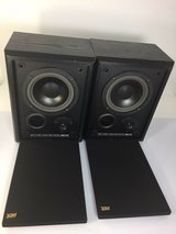 MTX AAL 600B Bookshelf Speaker Pair Great Condition Sound Great in Glendale Heights, Illinois