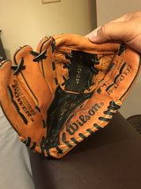 "Wilson 10"" baseball glove (right hand catch) in Chicago, Illinois"