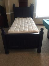 Beautiful twin bed w/mattress in Kingwood, Texas