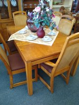 Oak Dining Table, 6 Chairs, 2 Leaves in Bartlett, Illinois