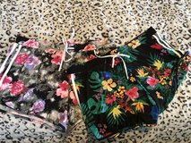 Floral shorts. Size XXL. From pet friendly home. in Okinawa, Japan