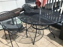 patio table and 4 chairs in Stuttgart, GE